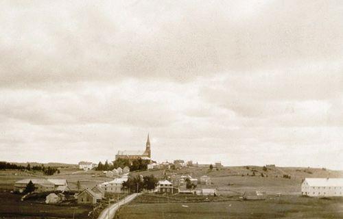 Village-de-Saint-Jean-de-Dieu-et-sa-deuxieme-eglise-premiere-moitie-du-XXe-siecle